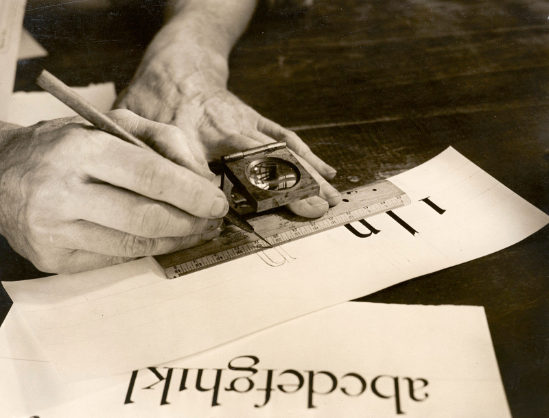 04.-Dwiggins-drawing-letters-LfA